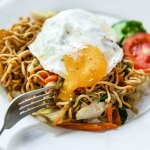 homemade indonesian fried noodle with fried egg